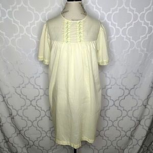 Vtg House Gown Pale Yellow Short Sleeve